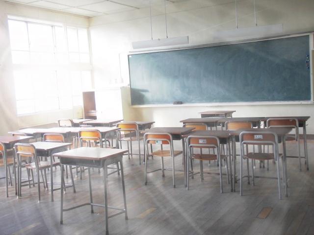 中学生 学生服 教室